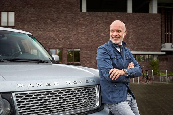 Video: Wat weet modeontwerper Mart Visser over auto's? - Quiz