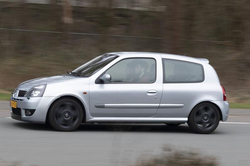 Renault Clio 2.0 16V Sport - 2003 – 338.087 km - Klokje Rond
