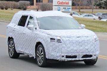 Nieuwe Nissan Pathfinder buiten de deur
