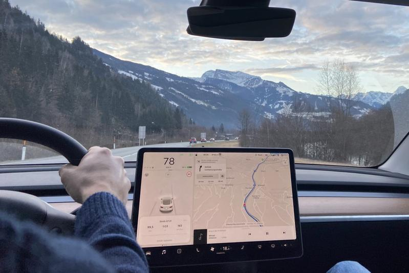Tesla Model 3 sneeuw wintersport