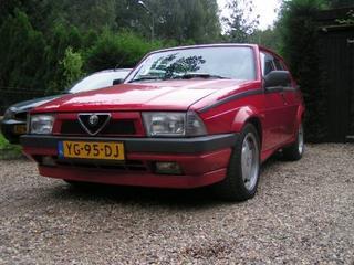 Alfa Romeo 75 2.0 Twin Spark (1990)