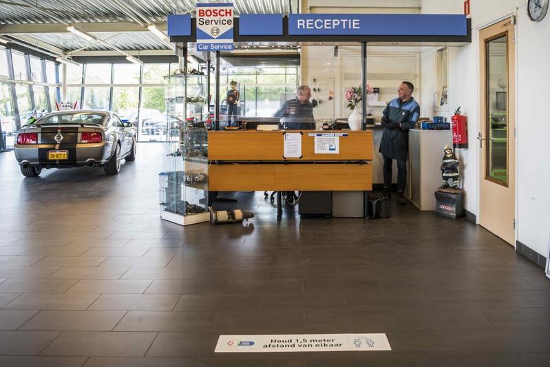 Showroom garage autohandel corona 1,5 meter