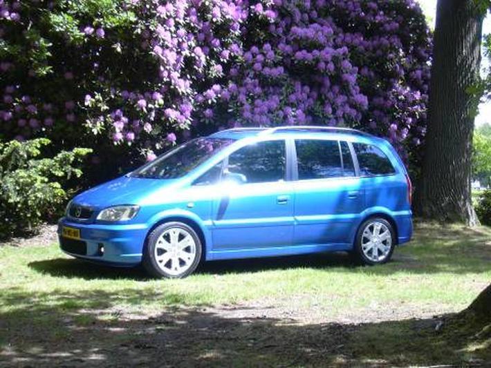 Opel Zafira OPC Turbo 2.0 (2004)