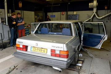 Op de rollenbank - Volvo 740 2.0 GLE