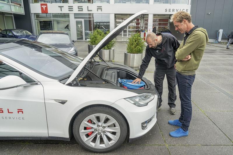 Tesla monteur mobiele service