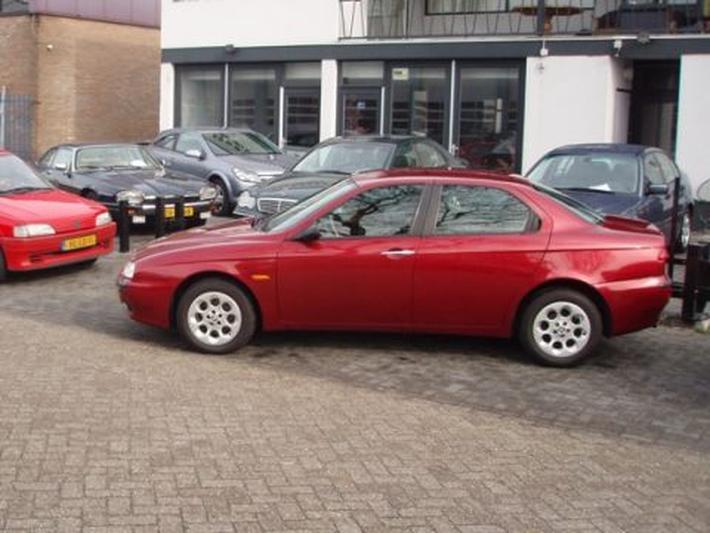 Alfa Romeo 156 1.9 JTD (2000)