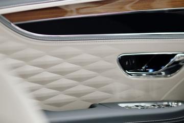 Bentley toont flarden nieuwe Flying Spur