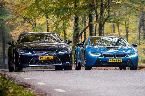 Video: BMW i8 vs Lexus LC 500h - Dubbeltest