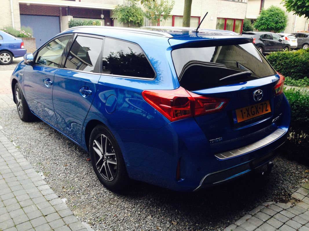 toyota auris touring sports 1 8 hybrid lease plus 2014. Black Bedroom Furniture Sets. Home Design Ideas
