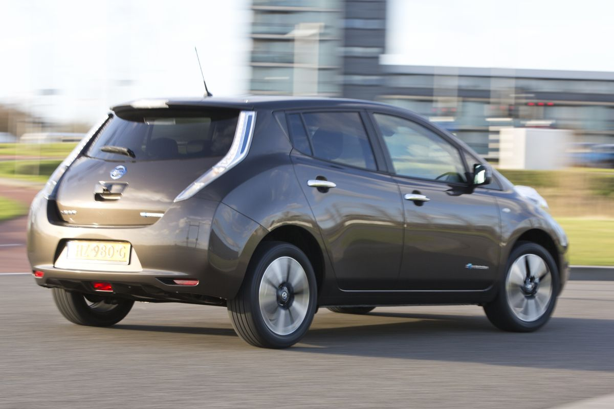 nissan leaf 30 kwh eerste rijtest. Black Bedroom Furniture Sets. Home Design Ideas