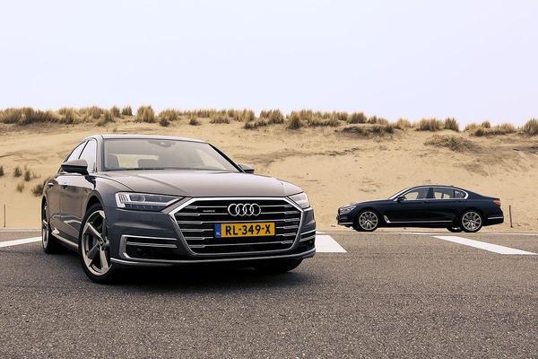 Video: Audi A8 vs BMW 7-serie - Dubbeltest