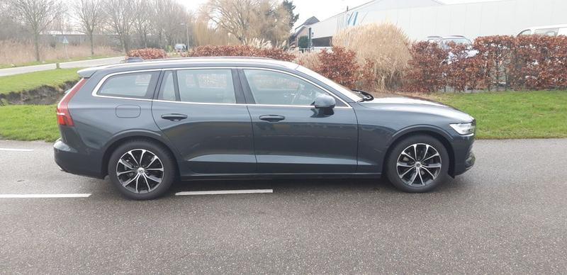 Volvo V60 D4 Momentum (2019)