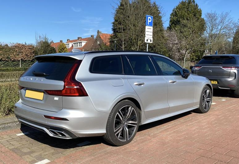 Volvo V60 T6 Recharge AWD R-Design (2021)