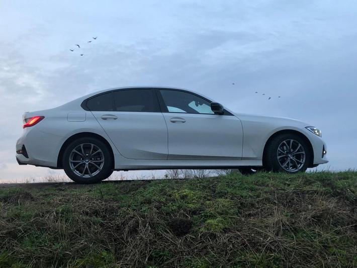 BMW 320i Corporate Executive (2019)