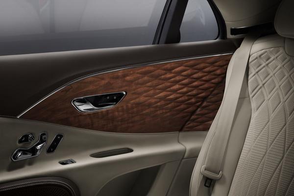 '3D-hout' voor Bentley Flying Spur