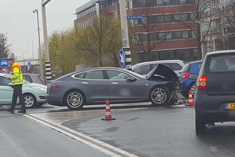 Tesla crash schade autopilot aanrijding