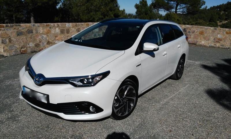 Toyota Auris Touring Sports 1.8 Hybrid Now (2015)