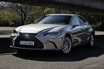 Lexus hangt prijskaartje aan vernieuwde ES
