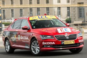 De auto van de Tour de France-directie