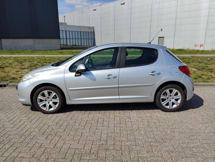 Peugeot 207 XS 1.6-16V (2006)