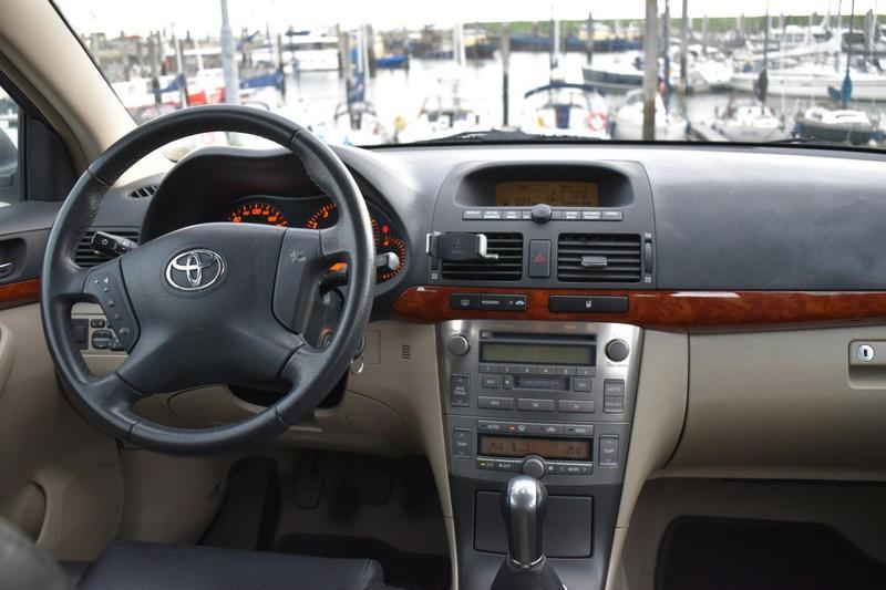 Toyota Avensis Wagon 1.8 16v VVT-i Linea Sol (2005)