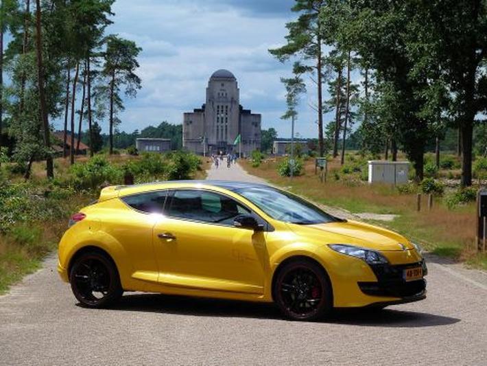 Renault Mégane Coupé 20 16v T 265 Rs Trophy 2012 Review