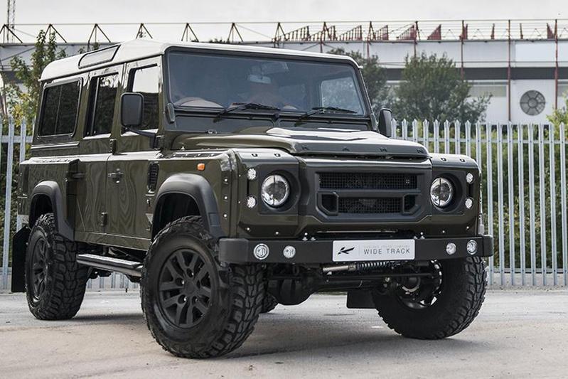 Land Rover Defender laat het breed hangen