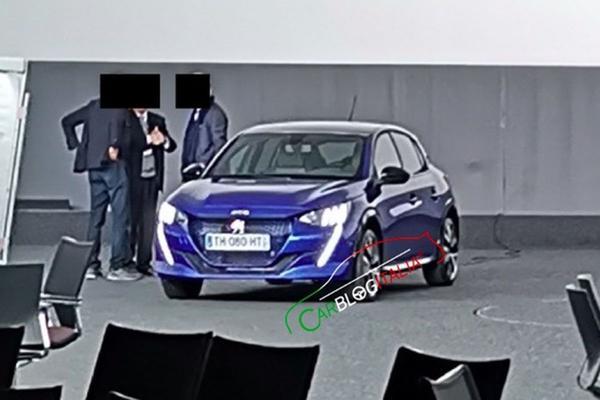 Nieuwe Peugeot 208 duikt op!