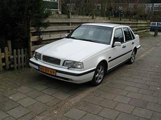 Volvo 460 GLE 2.0i (1993)