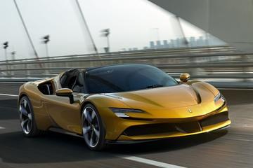 Dít is de Ferrari SF90 Spider!
