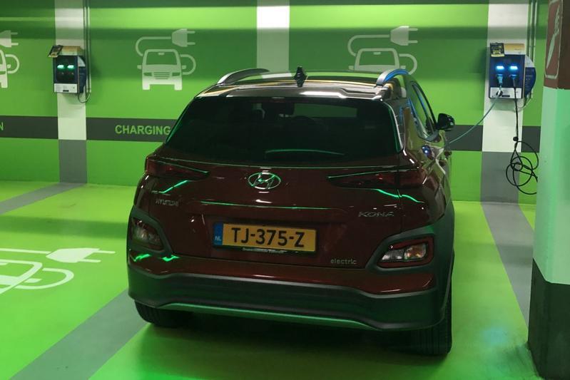 Laadplek elektrische auto EV parkeergarage