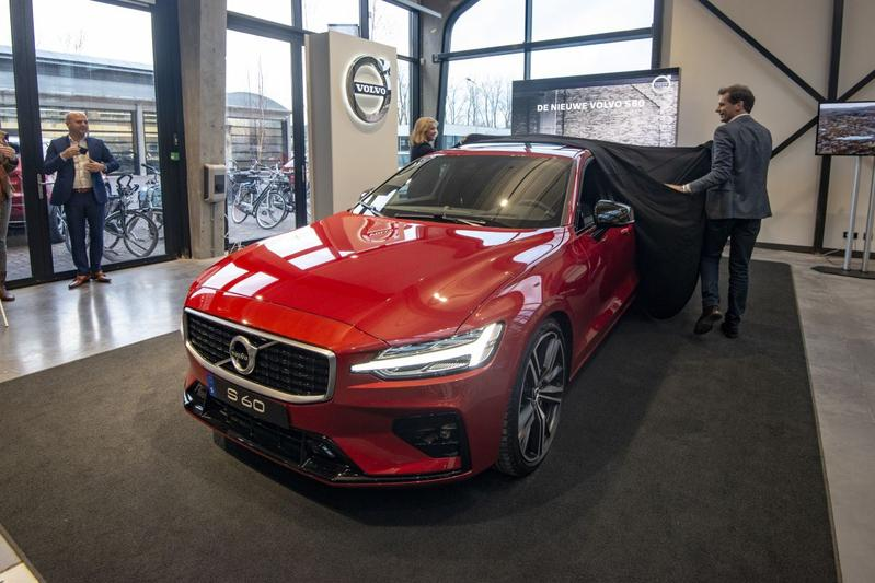 Autoweek 2 2019 Volvo S60 preview showroom dealer