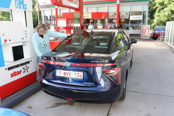 AutoWeek 29 2018 Magazine waterstof tanken Toyota