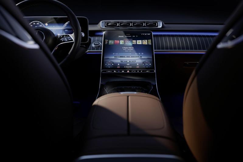 Mercedes-Benz S-klasse interieur schermen